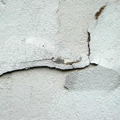 Risse in Wänden und Decken. Professionelle Bewertung von Bauschäden und Baumängeln.